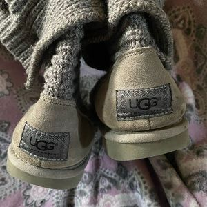 Knitted ugg boots